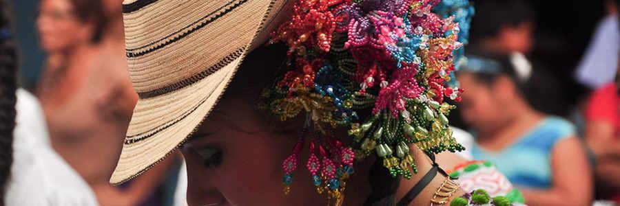 Sombrero con la Pollera Panameña