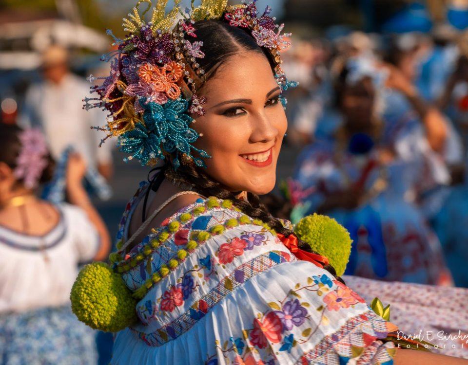 Valeria Alejandra en el Desfile de las Mil Polleras - Pollera Panameña