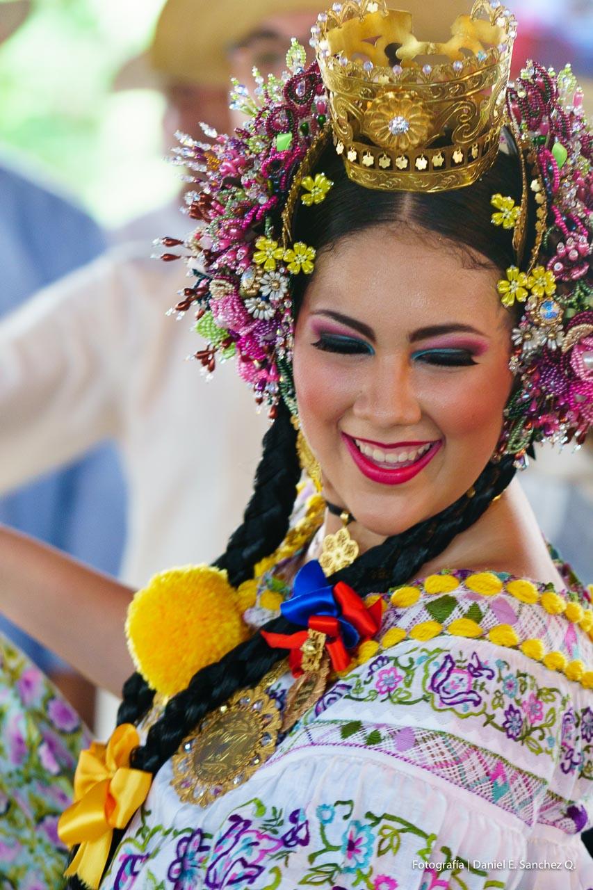 Festival del Tambor y la Pollera - San José - Pollera Panameña