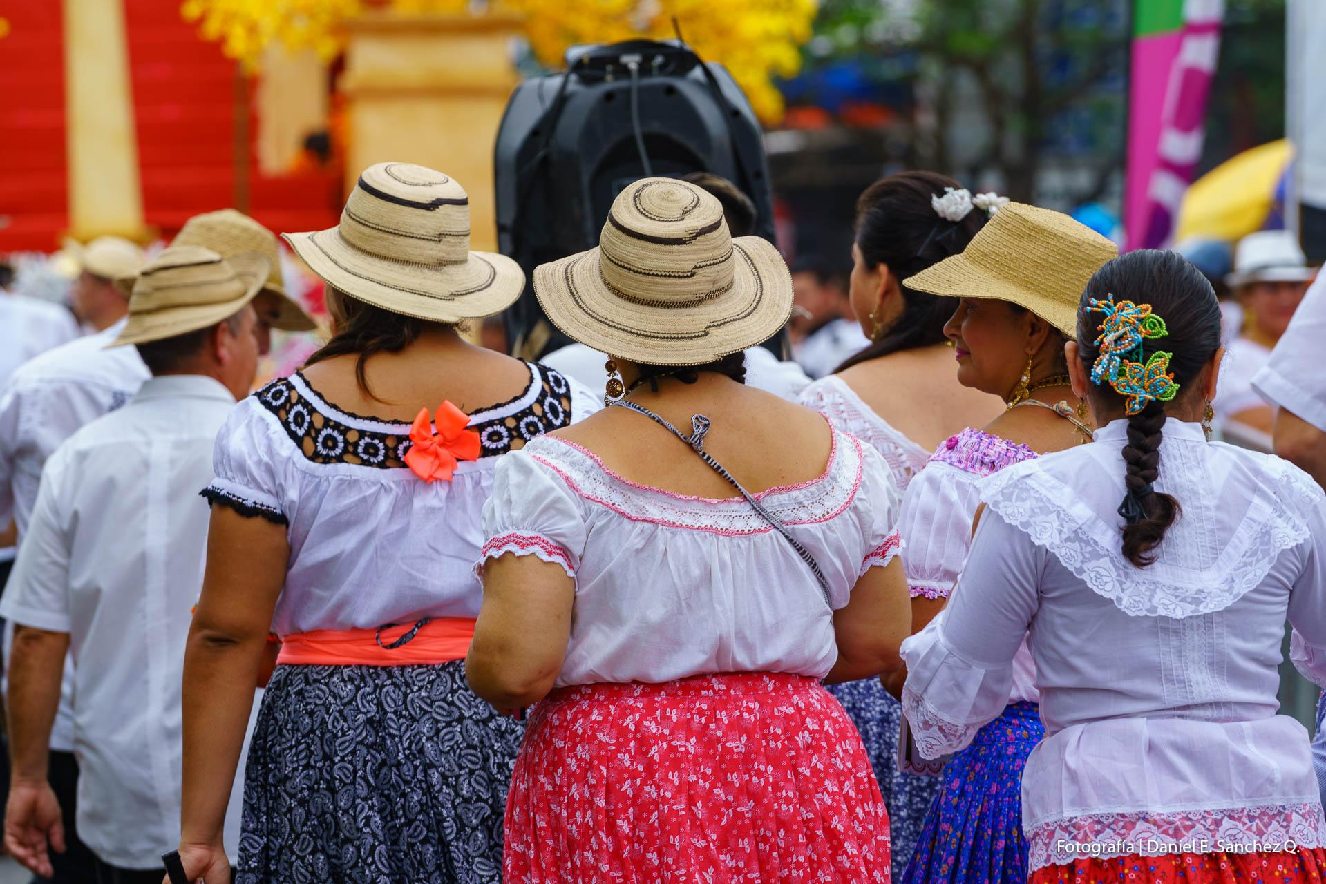 Desfile de las Mil Polleras - Pollera Panameña
