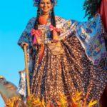 Pollera montuna santeña - Desfile de las Mil Polleras - Enero de 2016Pollera de gala - Desfile de las Mil Polleras - Enero de 2016