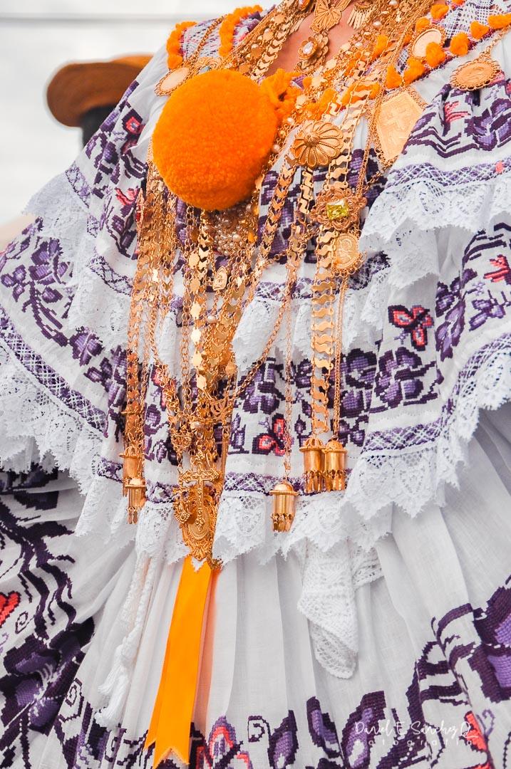Pollera de gala con labor marcada - Mil Polleras noviembre - Pollera Panameña