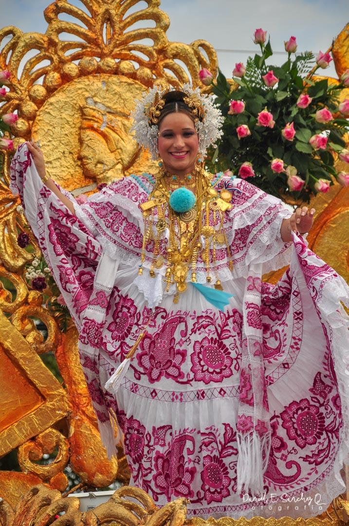 Pollera de gala - Desfile de las Mil Polleras - Noviembre de 2010 - Pollera Panameña