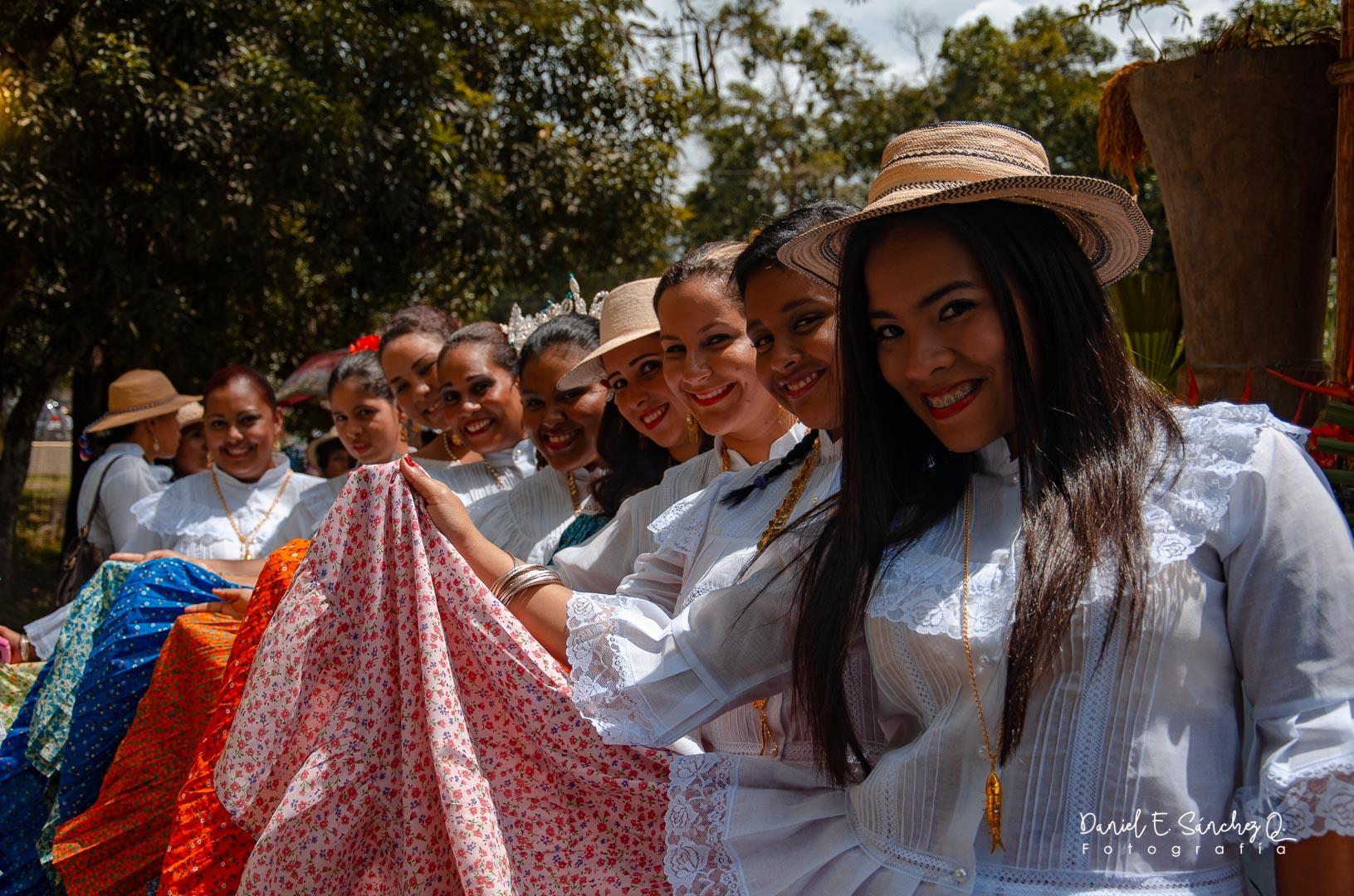 Polleras basquiñas - Festival del Sombreo Pintao - Octubre de - Pollera Panameña