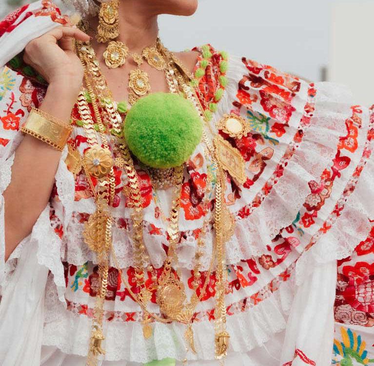 Desfile de las Mil Polleras 2020 - Pollera de lujo con diseños bordados - Pollera Panameña
