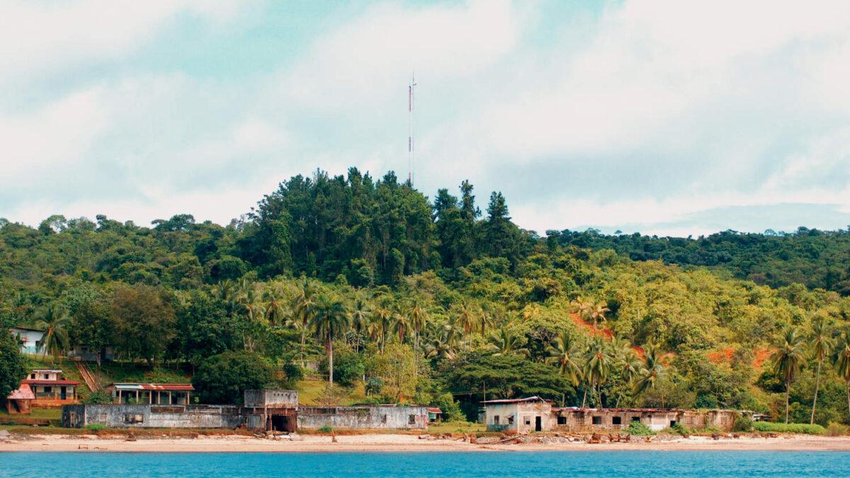 Campamento Central en la antigua isla penal de Coiba